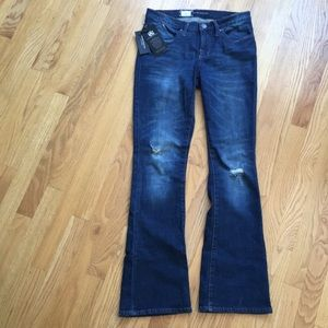 NWT Rock & Republic mid-rise boot cut  jeans